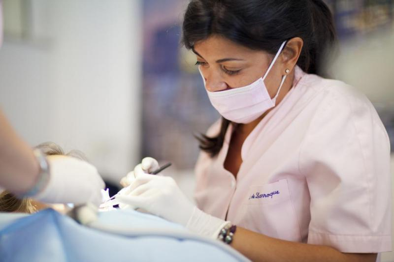 Dra. Isabel De Larroque en Clínica Dental Infante Don Luis